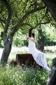 Bruid op de weide — Stockfoto