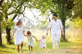 счастливая семья, тратить время — Стоковое фото