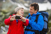 Tourist couple at mountains — Stock Photo