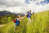 Turistické pár na hory — Stock fotografie