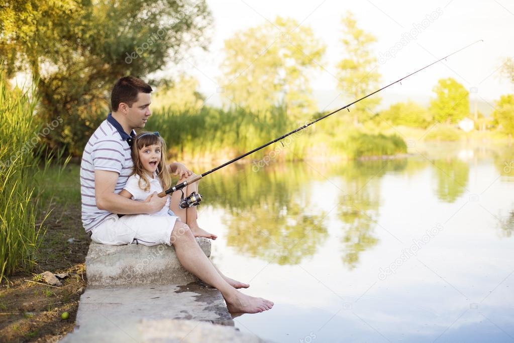 папа и дочь на рыбалке