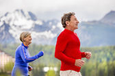 Senior couple jogging — Stockfoto