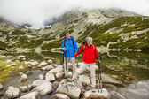 Couple hiking at mountains — Stock Photo