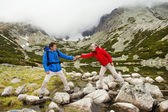 Tourist couple hiking at mountains — Foto de Stock
