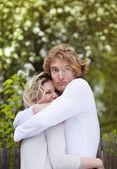 šťastný pár objímání — Stock fotografie
