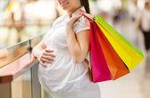 Mulher com sacos de compras — Foto Stock
