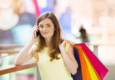 Vrouw bellen op telefoon — Stockfoto