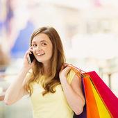 Frau am telefon reden — Stockfoto