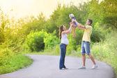 Hamile aile eğleniyor — Stok fotoğraf