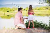 Vater mit tochter fischen — Stockfoto