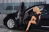 Beautiful woman standing near a car — Stock Photo