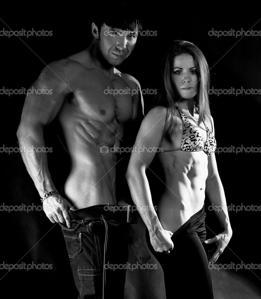 черно-белое фото женщины и мужчины