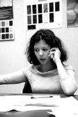 Unga kvinnliga kontorschef — Stockfoto