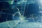 The broken windshield in the car accident — Foto Stock
