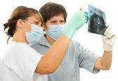 两个医生检查牙齿 rx — 图库照片