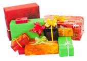 Viele isolierte weihnachtsgeschenk auf weiß — Stockfoto