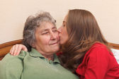 Kissing my mom — Stock Photo