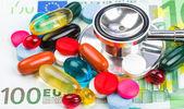 Pillole e soldi — Foto Stock