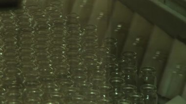 Packaging of drugs in glass vials — Stok video