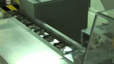 The conveyor system of the production of medicines — Stockvideo