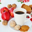 Coffee and Christmas goodies — Stock Photo