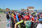 Mountain bike racers at start line — Stock Photo