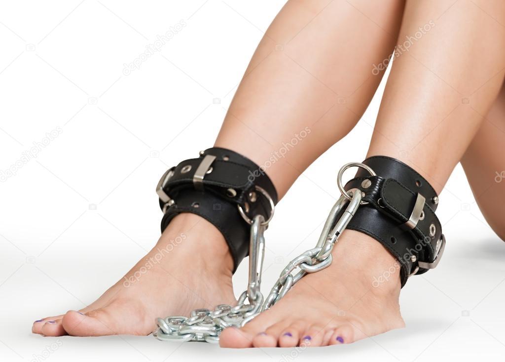 Ножки женщин связанные
