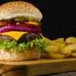 Gourmet Cheeseburger & Chips — Stock Photo