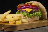Gourmet Cheeseburger & Chips — Stock Photo
