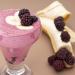 Сocktail of banana with frozen blackberries and yogurt. — Stock Photo