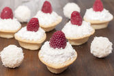 Tartlets with protein cream and raspberries.  — Foto de Stock