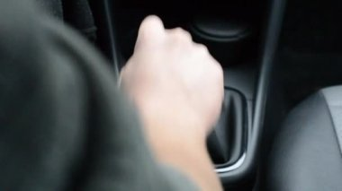 Driving a car, with hand on the gearshift knob — Stock Video