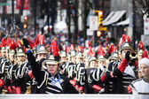 Marching band op santa claus parade - vancouver — Stockfoto