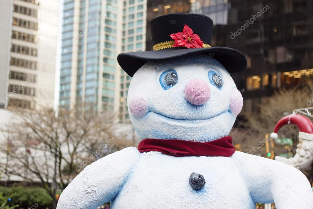 Happy snowman in downtown vancouver - closeup — Foto Stock #16283105