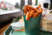 Yam fries at burger joint — Stock Photo
