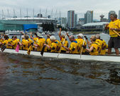 Dragon boat on false creek — Stockfoto