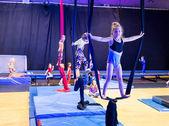 Kinder in gymnastik-show — Stockfoto