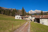 Rural houses in a mountain landscape — Stock Photo