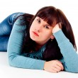 The girl poses while lying on the floor — Stockfoto