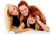 Las tres niñas se encuentran en el suelo — Foto de Stock