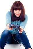 Krásná dívka rozčílí, hraje videohry — Stock fotografie