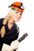 Mooi meisje in een helm ziet er — Stockfoto