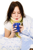 The diseased girl lying in bed, drinking tea — Stock Photo