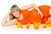 Pregnant girl lies with oranges — Stock Photo