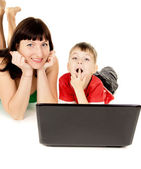 Happy a small child with her mother watch the movie the notebook — Stock Photo