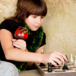 Small the girl was sitting on the sofa at and plays chess — Stok fotoğraf