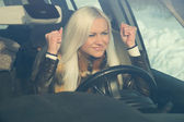 Sexy blonde, sitting behind the wheel of a car and not davolna — Stock Photo