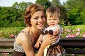 Porträtt av en glad mor och dotter — Stockfoto