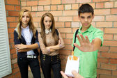 Teens Speak No Smoking — Stockfoto