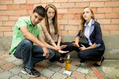 Young people against smoking — Stockfoto